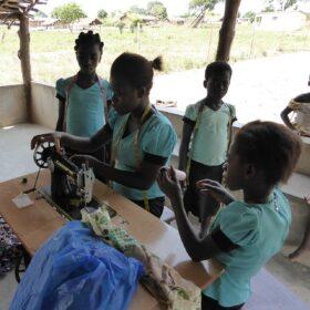 Berufliche Eingliederung junger Mädchen in Kaloukro